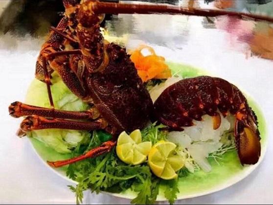 Whole lobster sashimi